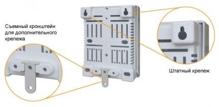 Teplocom ST-555 имеет простое и надежное трехточечное крепление на стену